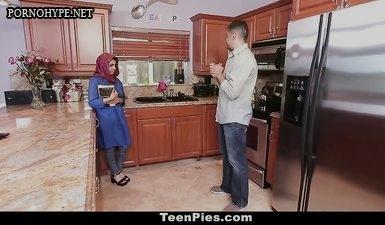 Парень уговорил мусульманку пососать ему член и сглот