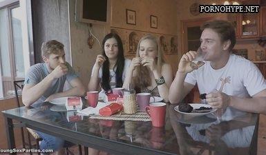 Русские молодые свингеры трахаются после застолья