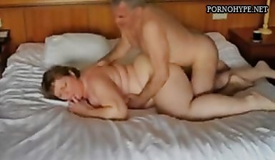 Муж скрытой камерой снял как жену трахают любовники с двойным проникновением