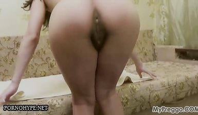 Беременная баба с черными сосками гладит волосатую пизду и мохнатый лобок