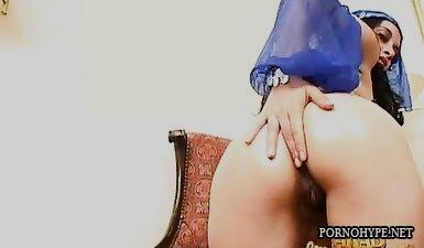 Реальное порно с цыганкой и русским парнем
