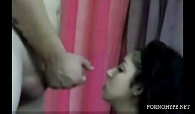 Мужик подрочил хуй и обкончал лицо армянке перед вебкамерой