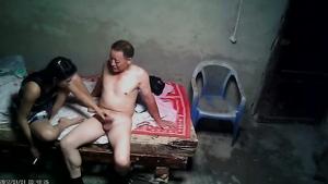 Секс с китайской проституткой в борделе