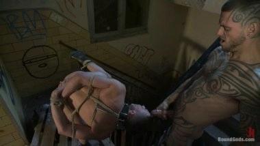 Педик застал друга в падике и устроил ему гей трах с элементами БДСМ