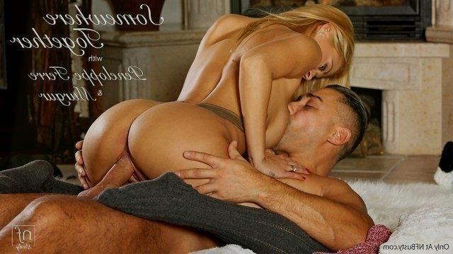 Страстный секс грудастой блондинки и ее нежного парня около камина