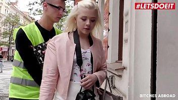 Украинская туристка в Европе ощутила огромный член в своей жопе.
