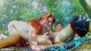 Секс в лесу с молоденькими селючками с кураины