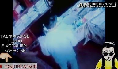 Скрытая камера сняла как таджик шпарит таджичку продавщицу в магазине