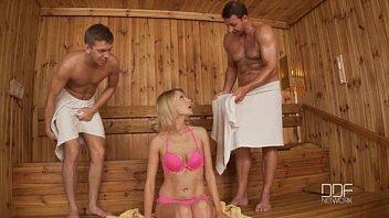 Моя соседка Карина Гранд в  двойном проникновении в бане