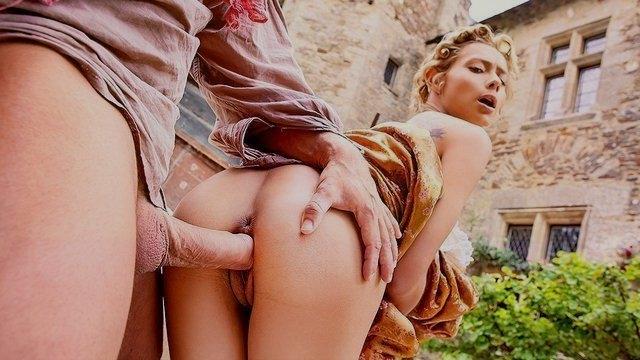 Молодая супруга с конюхом