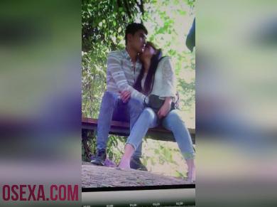 Узбекский секс в парке на скамье